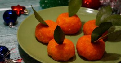 Закуска «Мандаринки» из сыра и моркови с чесноком
